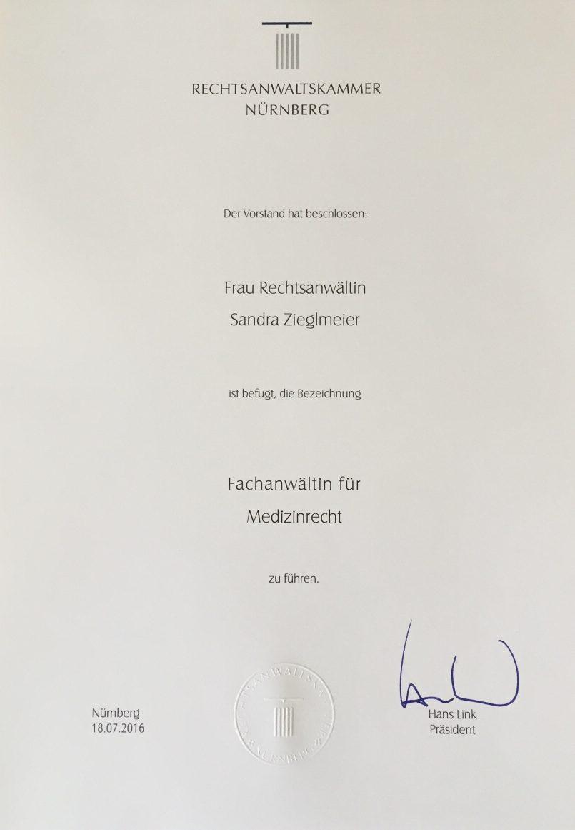 RAin Sandra Zieglmeier zur Fachanwältin für Medizinrecht ernannt